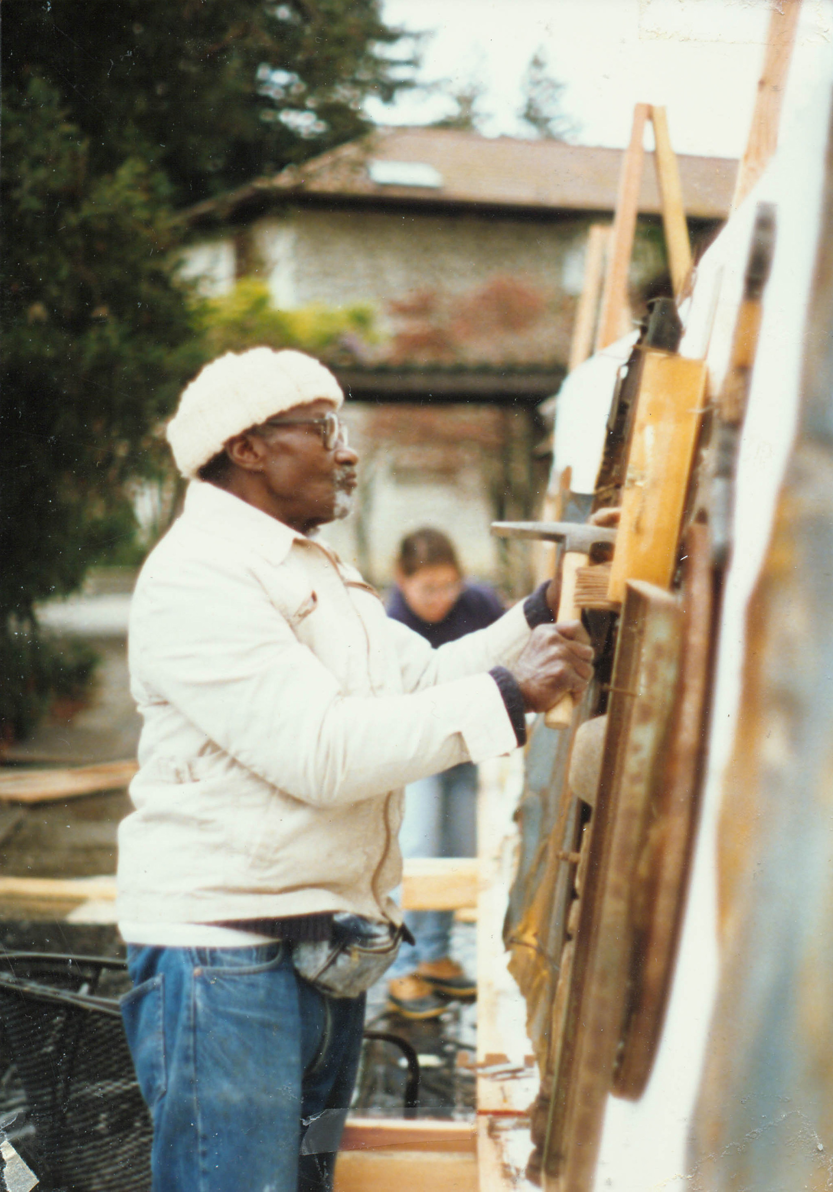 Noah Purifoy at Cowell College, UC Santa Cruz during his residency there, 1990. Photograph courtesy of the Noah Purifoy Foundation.